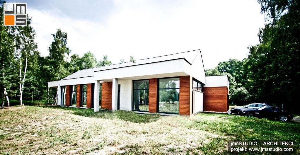 designerski projekt nowoczesnego domu na nietypowej działce z dużą ilością drzew pod Brzeskiem