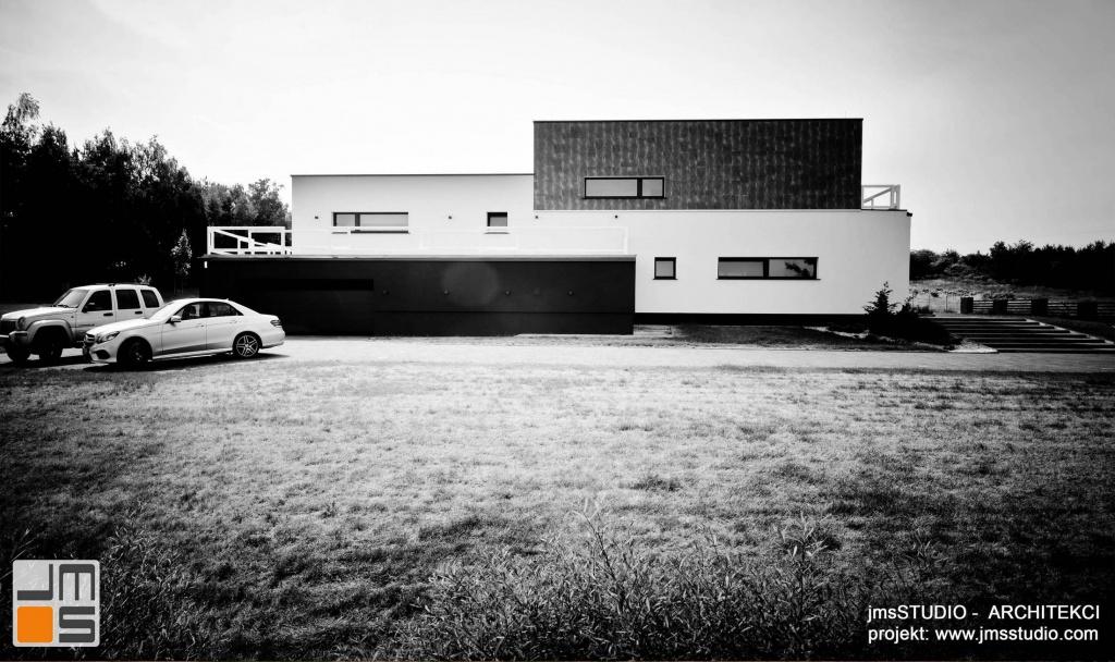 Architekt Kraków projekt dużego ekskluzywnego domu na działce ze spadkiem pod Poznaniem z apelacją w układzie horyzontalnym