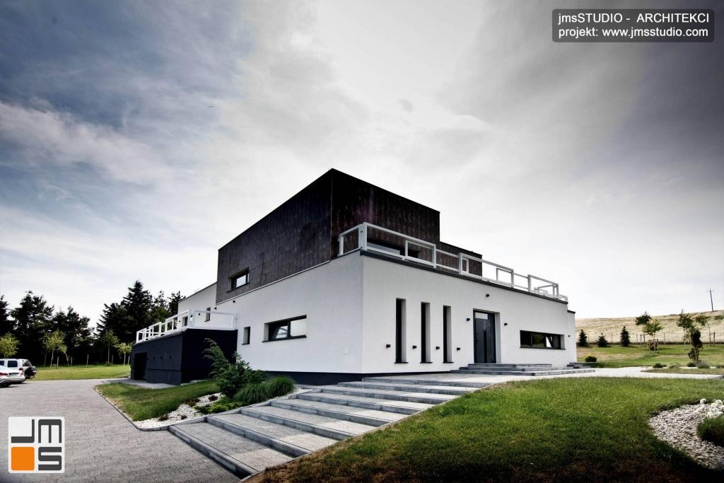 architekt_Kraków_projekt_eleganckiego_domu_na_działkę_ze_spadkiem_pod_Poznaniem_projekt_indywidualny_domu_nowoczesnego_płaski_dach