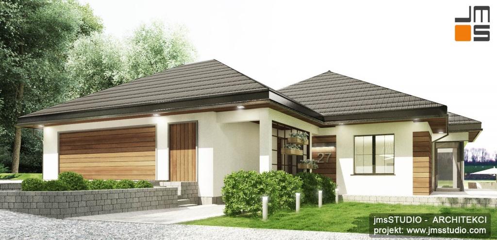Bryła tego projektu domu na indywidualne zlecenie na trudnej trójkątnej działce ze spadkiem jest mocno nierzeźbiona i składa się z trzech głównych części