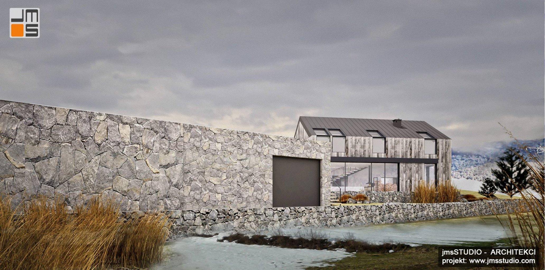 Projekt domu nowoczesna stodoła z ukrytym garażem i ciekawe ogrodzenie kamienne to dom skandynawski z drewnem na elewacji w Nowy Targ