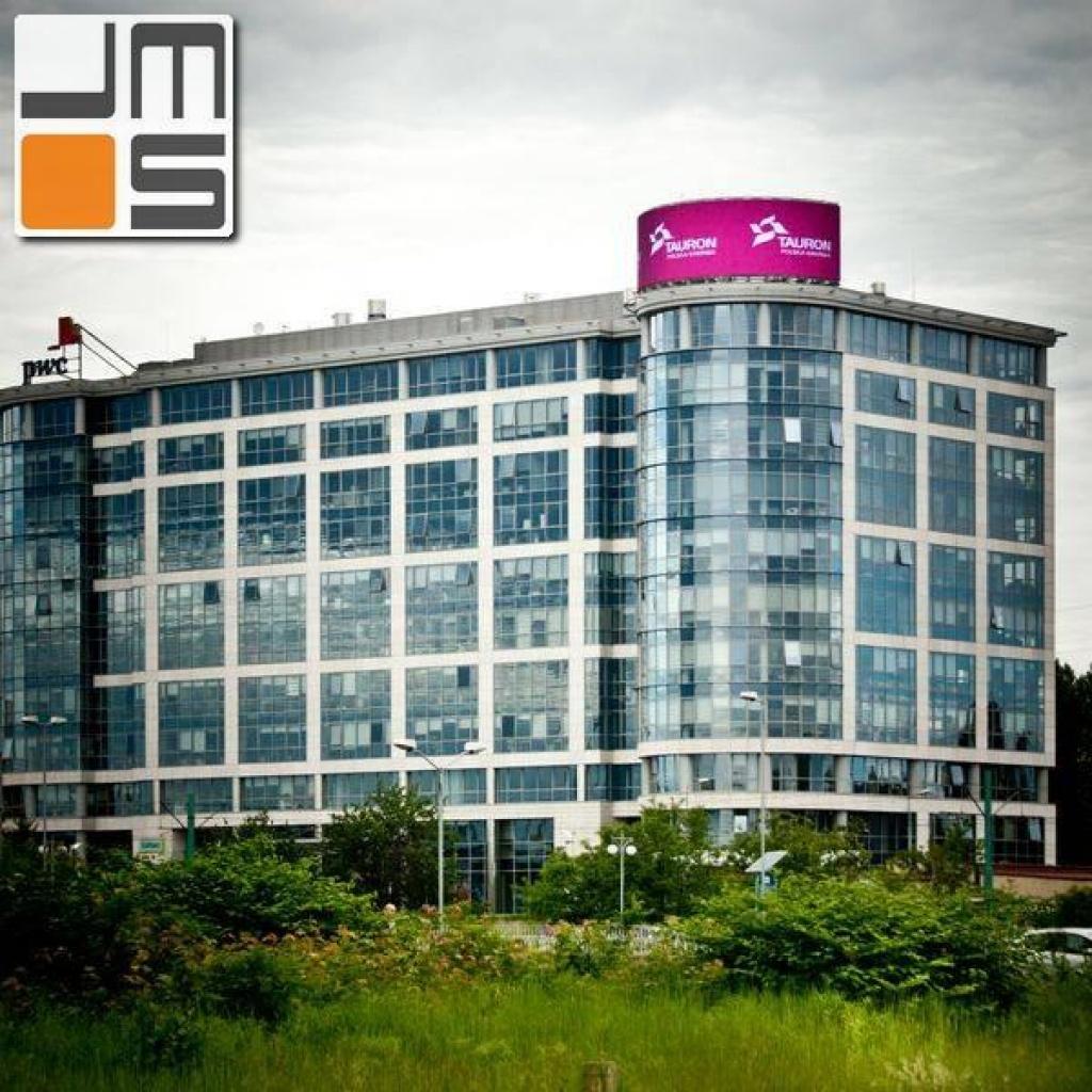 Nowoczesny ekran ledowy na budynku biurowym KBP w Katowicach