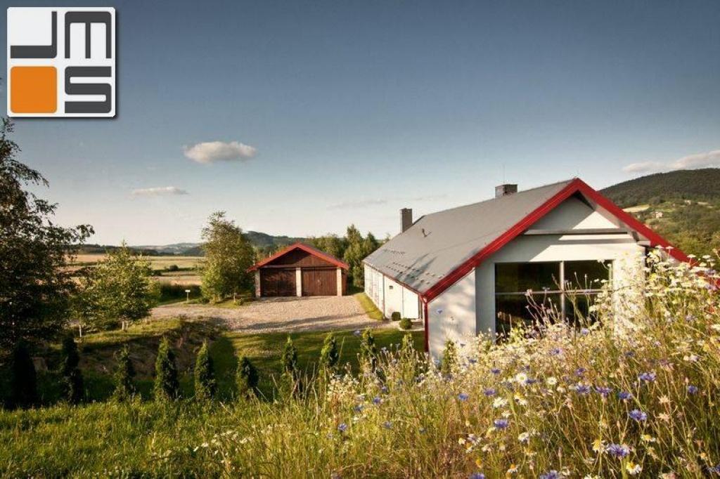 Pomysł na prosty i nowoczesny dom parterowy